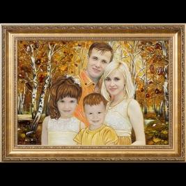 Портрет молодой семьи из янтаря. Размер янтарного портрета 40 х 60 см.