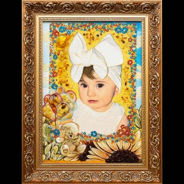 Портрет девочки из янтаря ручной работы. Размер янтарного портрета девочки - 30 х 40 см. Цена портрета девочки из янтаря - 4 тыс. грн.